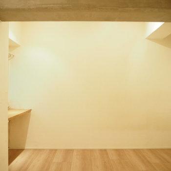 キッチンから見て。こっちは寝室にしよっと。