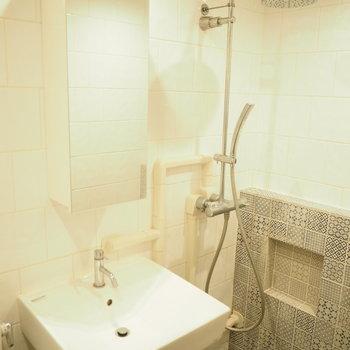洗面台とシャワー。どっちもデザイン性◎