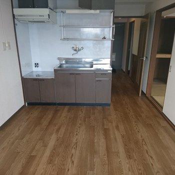 キッチンはこの広さで新品に!※写真は既存状態