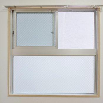 眺望はないけど角部屋で窓付き♪(※写真は2階の同間取り別部屋のものです)