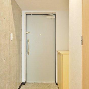 ここが玄関。(※写真は2階の同間取り別部屋のものです)