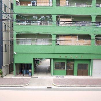 2階からの眺望ですが、実際は5階なので少し高くなります。(※写真は2階の別部屋からのものです)