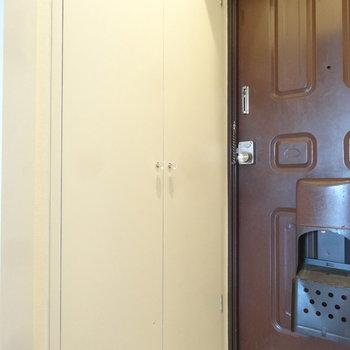玄関には大きめシューズボックスも完備です。