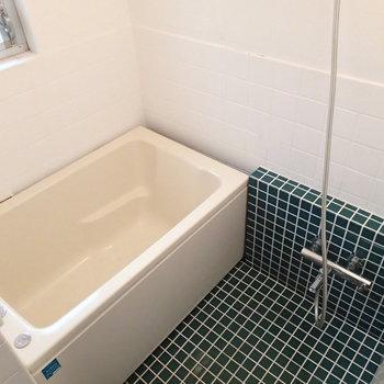 きれいなお風呂。追焚きも付いていますよ!