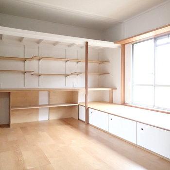 可動式の棚がたくさん。
