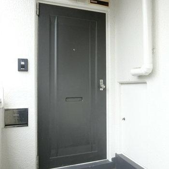 201号室の玄関扉