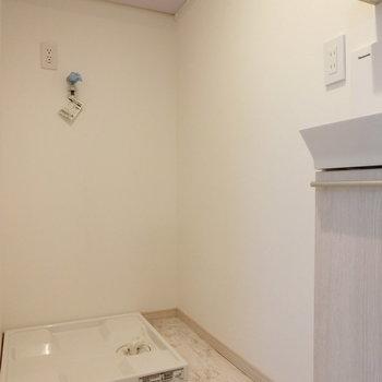 トイレの横には洗濯機置場が