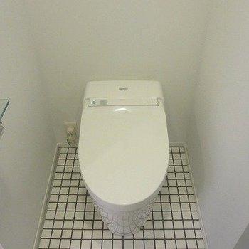 タンクレスのトイレなんですー!※写真は別部屋です
