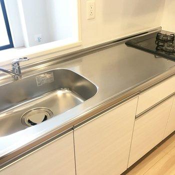 キッチンは作業スペースもた~っぷりの広さ!