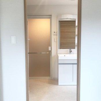 居室の扉を開けると脱衣所に!これは便利だ!