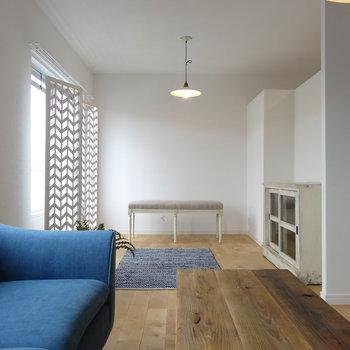 ヴィンテージな家具が似合う室内。※家具はイメージ