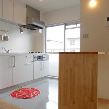 キッチンにはミニカウンターが!※家具はイメージ