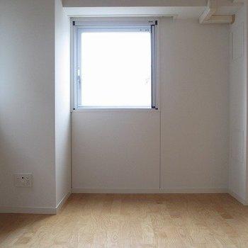 寝室にも窓があるのは嬉しいですね。※写真は前回募集時のものです