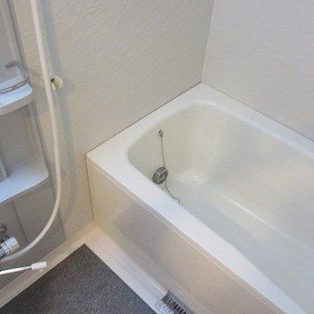 お風呂は普通サイズですが追い焚き・浴室乾燥機付き。※写真は前回募集時のものです