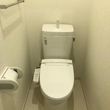 トイレはしっかりウォシュレット付き。(※写真は5階の同間取りの別部屋のものです)