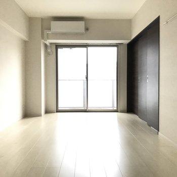 光が反射してまるでレフ板みたい◎(※写真は5階の同間取りの別部屋のものです)