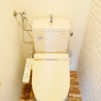 トイレもぬかりなくかわいいです。ウォシュレット付き