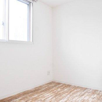 奥にはもうひとつ洋室があります。