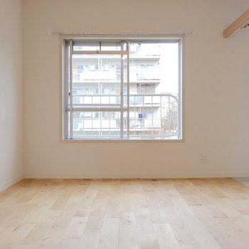 大きな窓で明るい居室◎