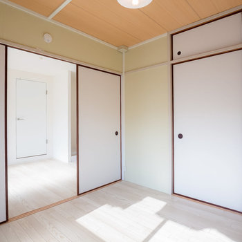 こちらは寝室。スタディルームとの間のふすまをとって、広く使ってもいいですね