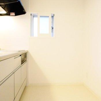 キッチンは小窓付きでうれしいな※写真は前回募集時のものです