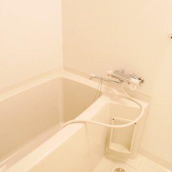 お風呂は足を伸ばせるゆったりサイズ※写真は前回募集時のものです