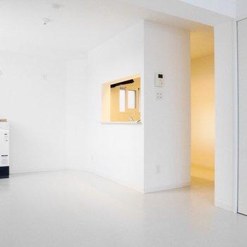 対面キッチンも窓枠みたいでかわいいです※写真は前回募集時のものです