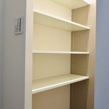 玄関には大容量の靴棚