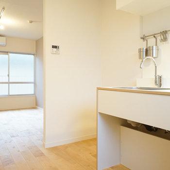 【LDK】柱がお部屋のポイントに。※写真は2階の似た間取り別部屋のものです