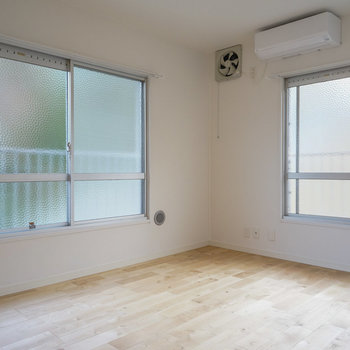 【洋室】寝室も約5帖ですっきり活用できそう。※写真は2階の似た間取り別部屋のものです