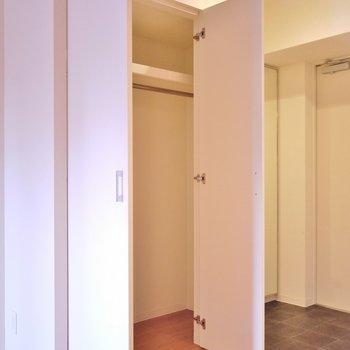 収納は少し小さめ。※写真は、同タイプの別室。