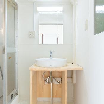 造作のかわいい洗面台