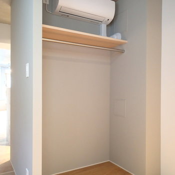 しっかりエアコンも収納もありますよ。