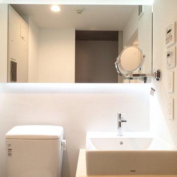 洗面台も照明がいい感じ。