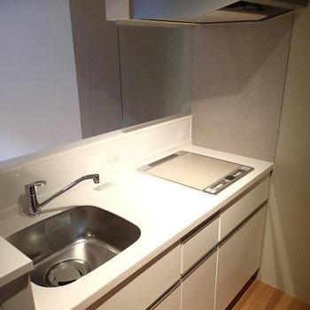 キッチンはこちら。IHが使いやすそう!