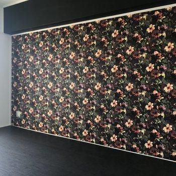 シックな花柄が素敵な洋室!