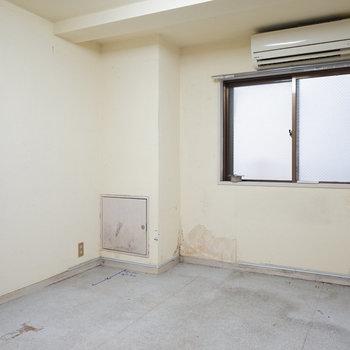 【工事前】こちらはキッチンと腰壁棚を