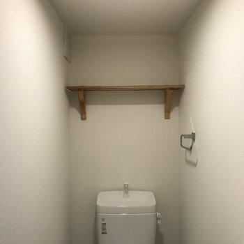 トイレ上部には収納棚も!※写真は前回募集時のものです