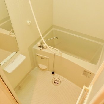 コンパクトですが、浴室乾燥付いてます。※写真はクリーニング前です。