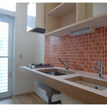 シンクの横にかわいい洗面台があります※写真は同じ間取りの別部屋です