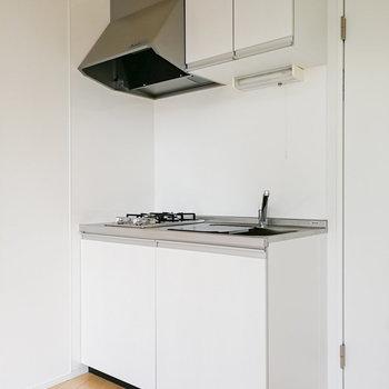 キッチンは白で統一されています。※写真は前回募集時のものです