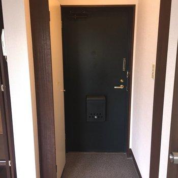 玄関はしっかりと※写真は2階の反転間取り別部屋ものです