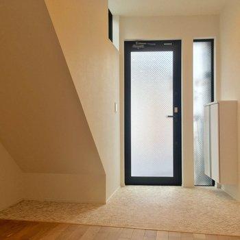 最後に玄関!土間っぽくゆったり使えます