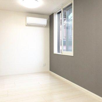 【LDK】窓は2重になっているので、防犯も防音も安心ですよ。※写真は3階の同間取り別部屋のものです