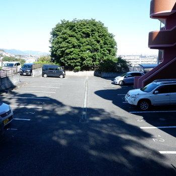 駐車場スペースもゆったり。