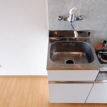 冷蔵庫以外にもちょっとした台など置けそうです。※写真は前回募集時のものです
