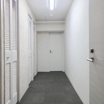 地下にトランクルームがあります。