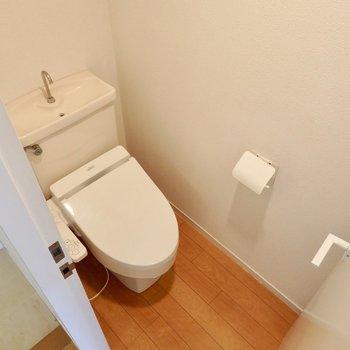 トイレは下階に。