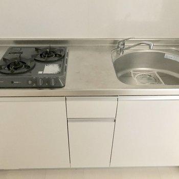 キッチンなどの水回りはフリースペースの真下に位置します。(※写真は1階の同間取り別部屋のものです)