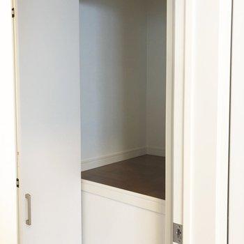 廊下にもちょっとしたスペースあります。